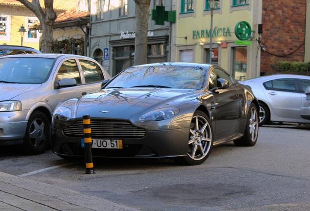 Aston MartinV8 Vantage 2012