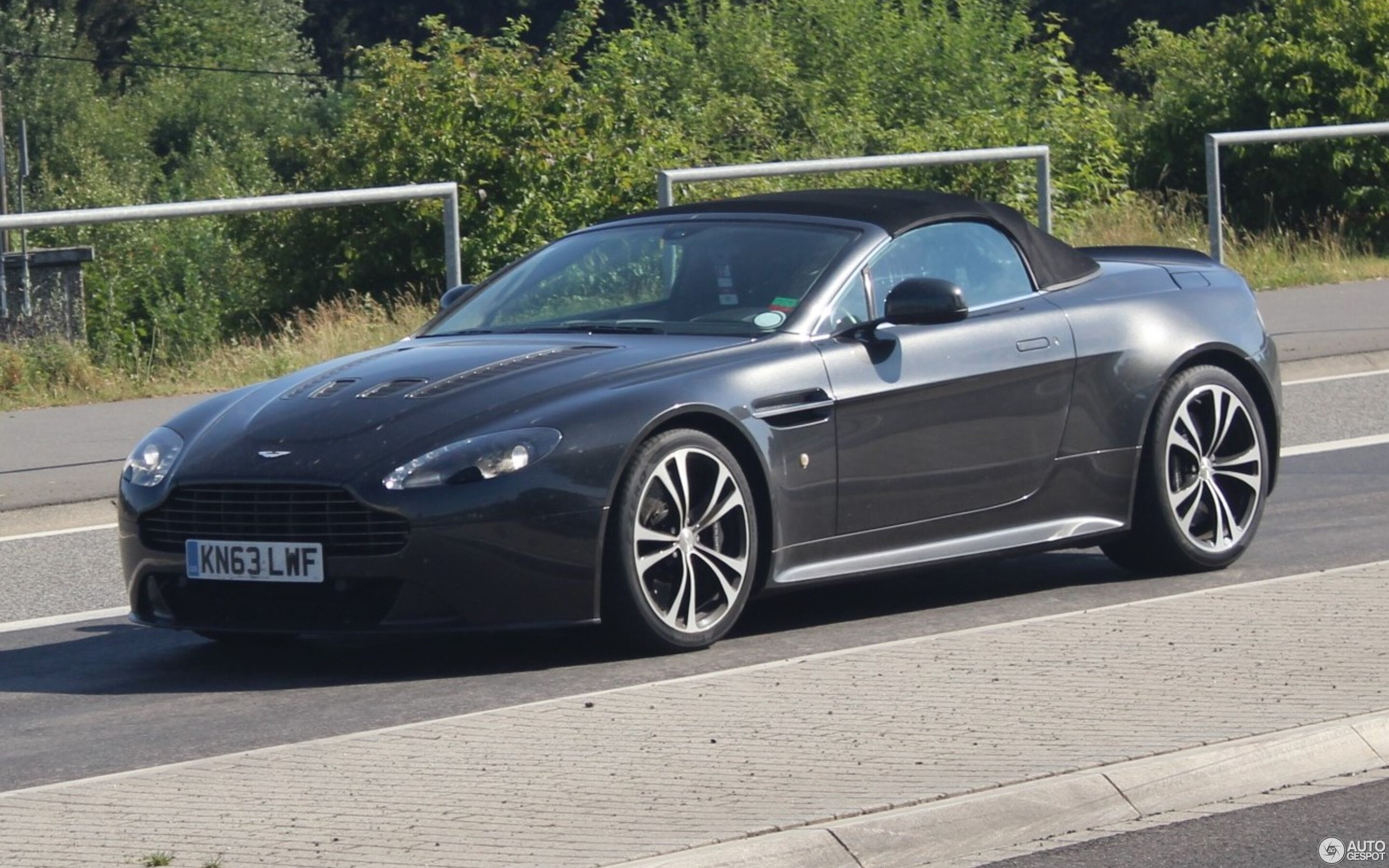 Aston Martin V12 Vantage Roadster 22 March 2019 Autogespot