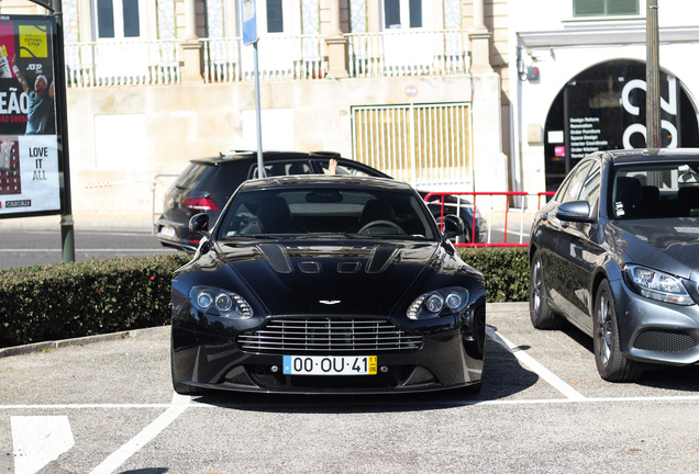 Aston Martin V12 Vantage Carbon Black Edition