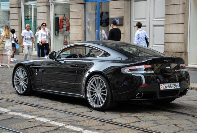 Aston Martin V12 Vantage