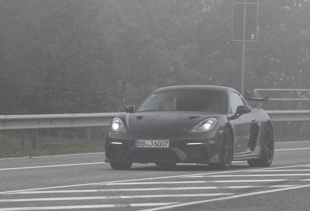 Porsche 718 Cayman GT4 RS Weissach