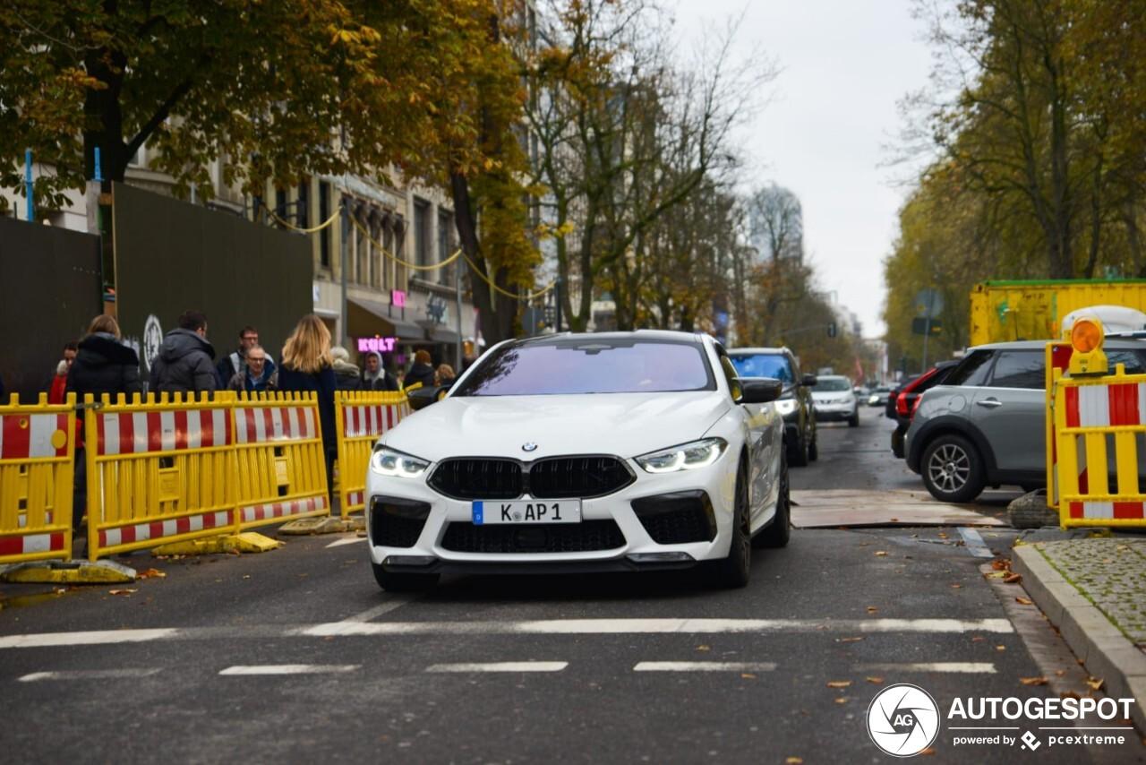 BMW M8 Coupé Competition paradeert over de Kö