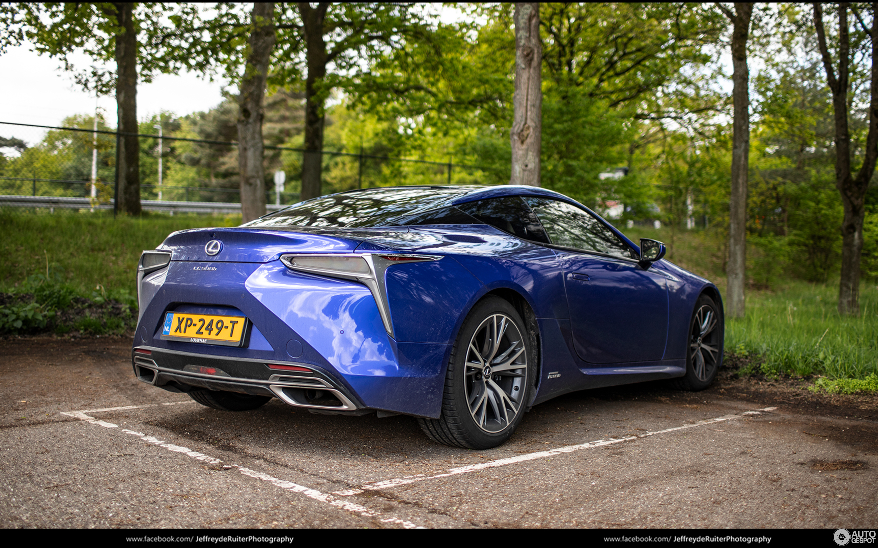 Lexus LC 500h Structural Blue Edition