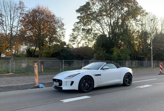 Jaguar F-TYPE R AWD Convertible