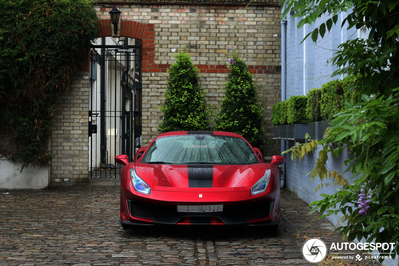 Deze Ferrari 488 Pista knalt van je beeldscherm