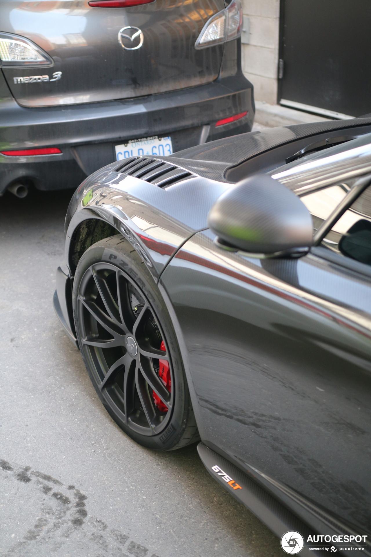 Alles aan deze McLaren 675LT Spider Carbon Series is van carbon