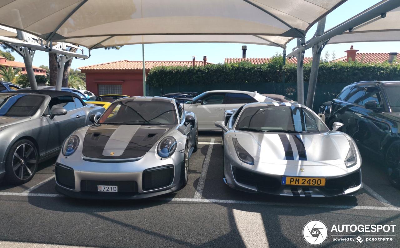 Twee krachtpatsers genieten van decadentie in Roquebrune-Cap-Martin