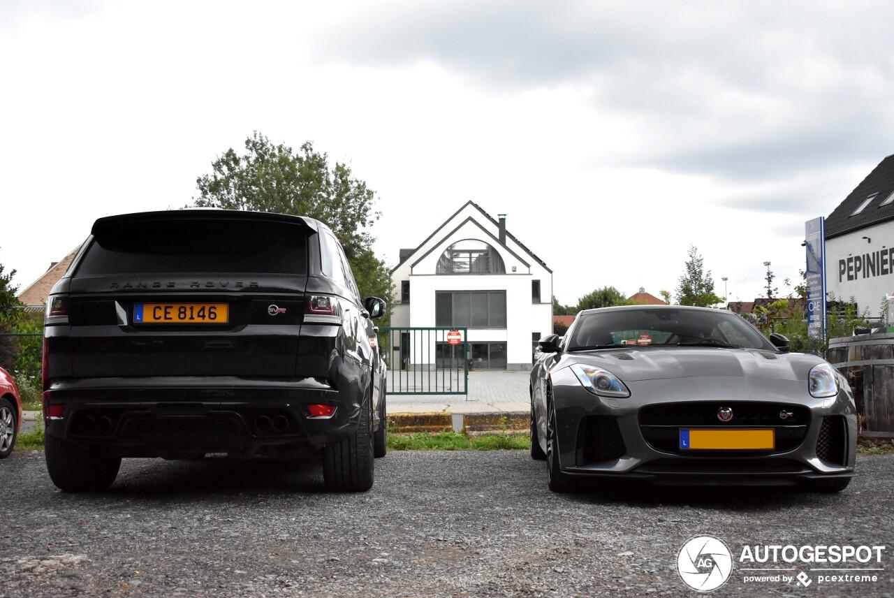 Britse bulderende combo van tweemaal V8 met Supercharger