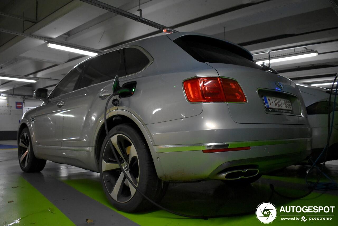 Bentley Bentayga met stekker gespot